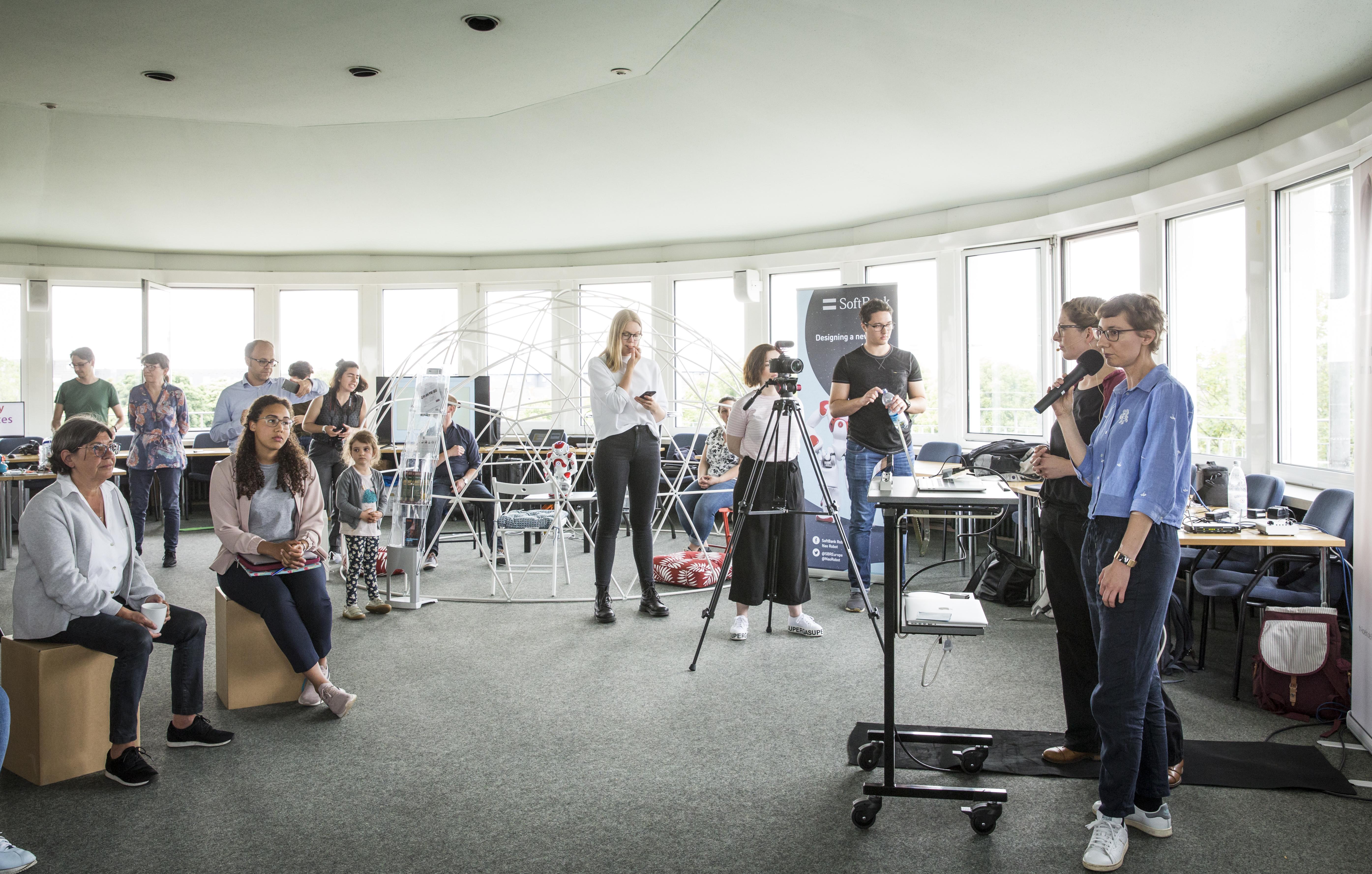 Die Welt der Roboter – Das erste Barcamp in bewegten Bildern